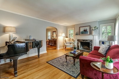 Maplewood Twp. Single Family Home For Sale: 25 Burnet St