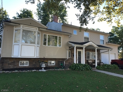 Woodbridge Twp. Single Family Home For Sale: 104 Cypress Dr