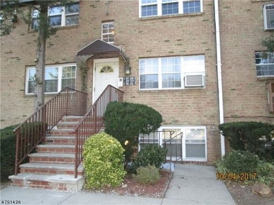 Edison Twp. Condo/Townhouse For Sale: 22 College Dr