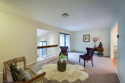 Union Twp. Condo/Townhouse For Sale: 31 Overlook Dr