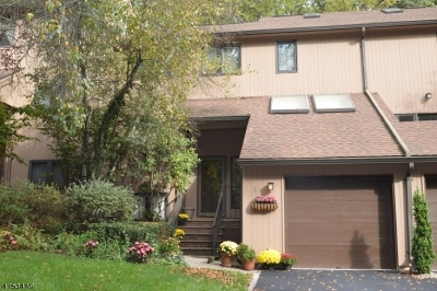 Condo/Townhouse For Sale: 7 Lockley Ct
