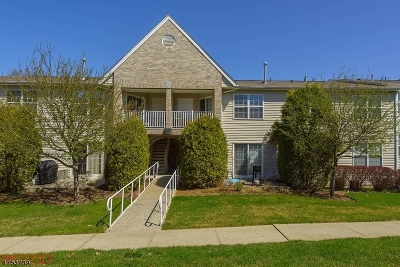 Wayne Twp. Condo/Townhouse For Sale: 39 Parkside Court