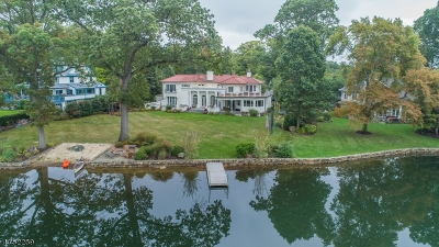 Single Family Home For Sale: 157 Lake Dr