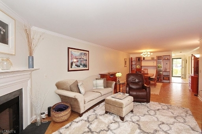 Morris Twp. Condo/Townhouse For Sale: 6 Gatehouse Ct