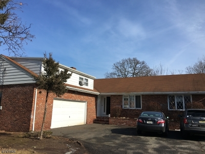 Totowa Boro Single Family Home For Sale: 983 Riverview Dr N