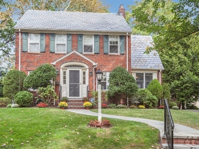 Maplewood Twp. Single Family Home For Sale: 121 Oakland Rd