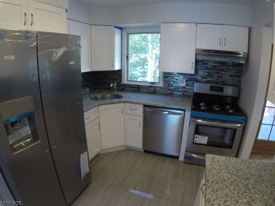 New Providence Single Family Home For Sale: 101 Woodland Rd