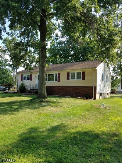 Piscataway Twp. NJ Single Family Home For Sale: $284,800