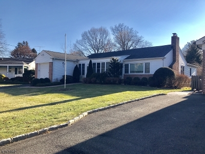 Springfield Twp. Single Family Home For Sale: 18 Warwick Cir