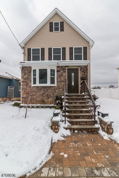 Woodbridge Twp. Single Family Home For Sale: 5 Wallace St