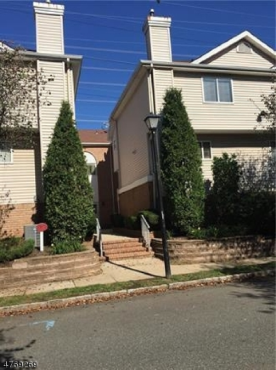 Woodbridge Twp. Condo/Townhouse For Sale: 1105 Madaline Dr