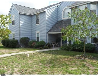 South Brunswick Twp. Condo/Townhouse For Sale: 56 Tanglewood Ct