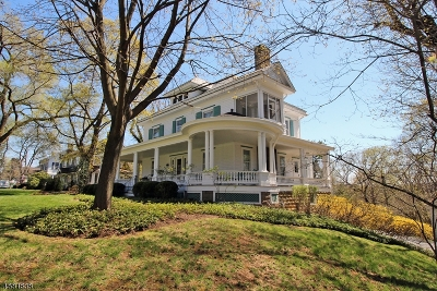 Clinton Town Single Family Home For Sale: 126 Center St