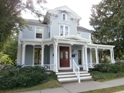 Clinton Town Single Family Home For Sale: 44 Leigh St