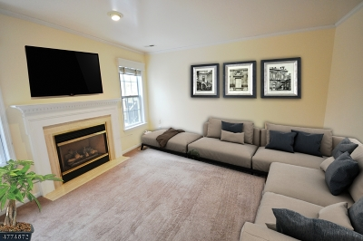 Long Hill Twp Condo/Townhouse For Sale: 10 Cooper Ln