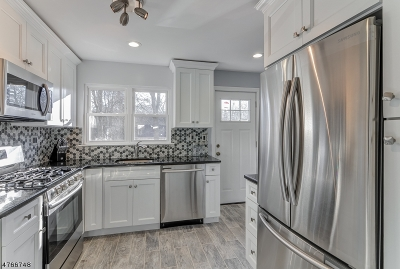West Orange Twp. Single Family Home For Sale: 1274 Pleasant Valley Way