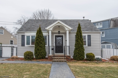 Bloomfield Twp. Single Family Home For Sale: 99 Lakewood Ter
