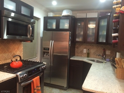 Nutley Twp. Condo/Townhouse For Sale: 1 River Rd #6c