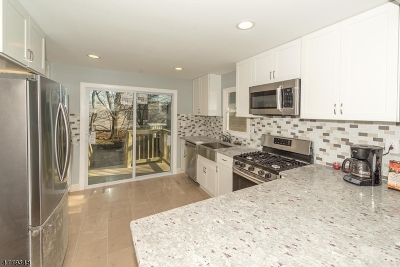 Nutley Twp. Single Family Home For Sale: 364 Hillside Ave