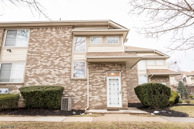 Woodbridge Twp. Condo/Townhouse For Sale: 20 Marina View Dr
