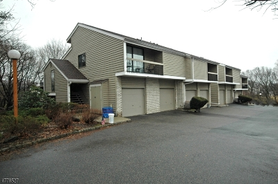 Union Twp. Condo/Townhouse For Sale: 51 Hillside Ct