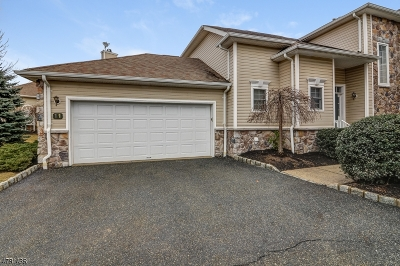 West Orange Twp. Condo/Townhouse For Sale: 11 Oconnor Cir