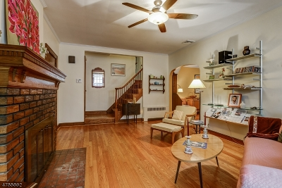 Maplewood Twp. Single Family Home For Sale: 12 Briarcliff Ct
