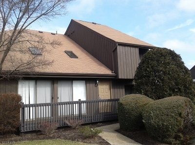 Edison Twp. Condo/Townhouse For Sale: 137 Westgate Dr #137