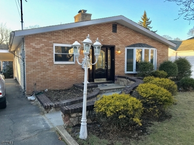 West Orange Twp. Single Family Home For Sale: 27 Maple Ave