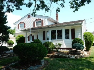 Woodbridge Twp. Single Family Home For Sale: 124 Willow St