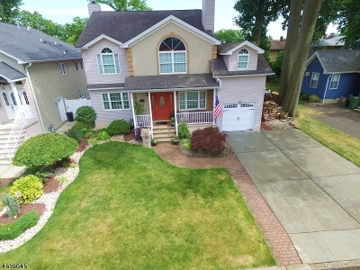Single Family Home For Sale: 59 Rosewood Ter