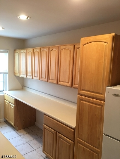 Roselle Park Boro Condo/Townhouse For Sale: 37b W Roselle Ave #B