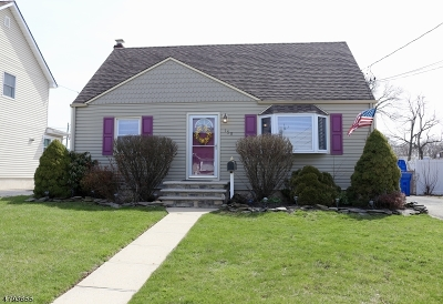 Woodbridge Twp. Single Family Home For Sale: 158 E Hill Rd