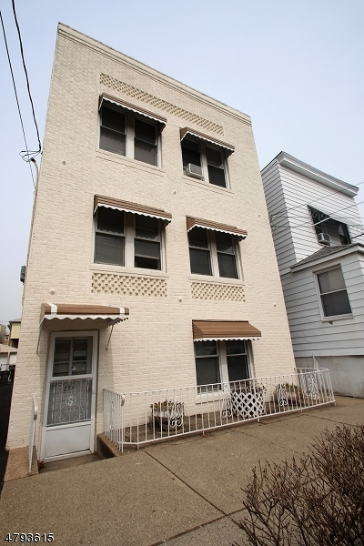 Belleville Twp. Multi Family Home For Sale: 279 Belmont Ave