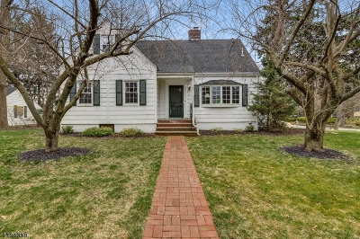 Millburn Twp. Single Family Home For Sale: 2 Winding Way