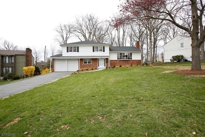 Livingston Twp. Single Family Home For Sale: 44 Wynnewood Rd