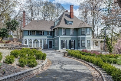 West Orange Twp. Single Family Home For Sale: 5 Honeysuckle Ave