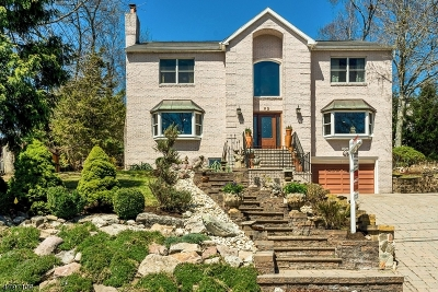 Livingston Twp. Single Family Home For Sale: 52 Ridge Dr