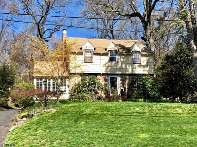 West Orange Twp. Single Family Home For Sale: 71 Winding Way