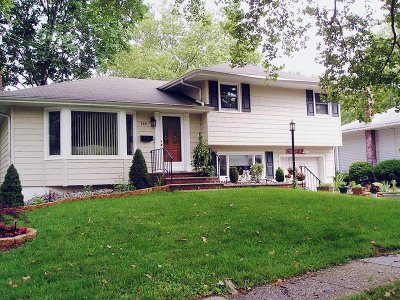 Rahway City Single Family Home For Sale: 723 Dianne Ct