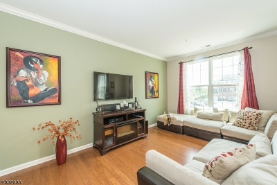 Union Twp. Condo/Townhouse For Sale: 42 Station Sq