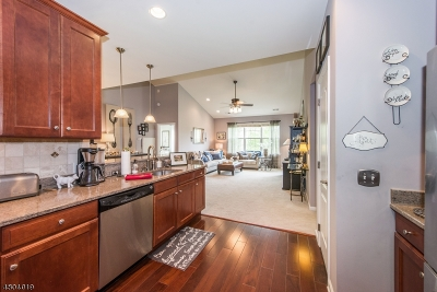 Hanover Twp. Condo/Townhouse For Sale: 402 Papermill Dr