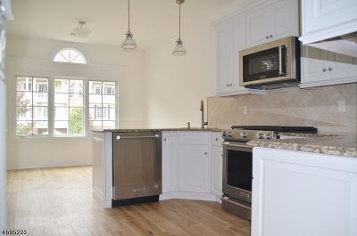 WATCHUNG Condo/Townhouse For Sale: 2 Schmidt Cir