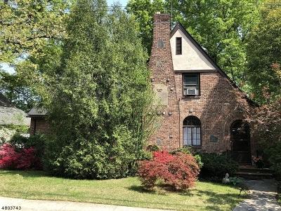 Maplewood Twp. Single Family Home For Sale: 6 Buckingham Garden Pkwy