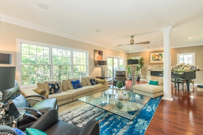 Livingston Twp. Condo/Townhouse For Sale: 14 Pebble Beach Dr