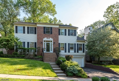 Maplewood Twp. Single Family Home For Sale: 12 Jennifer Ln