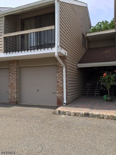 Union Twp. Condo/Townhouse For Sale: 109 Overlook Dr