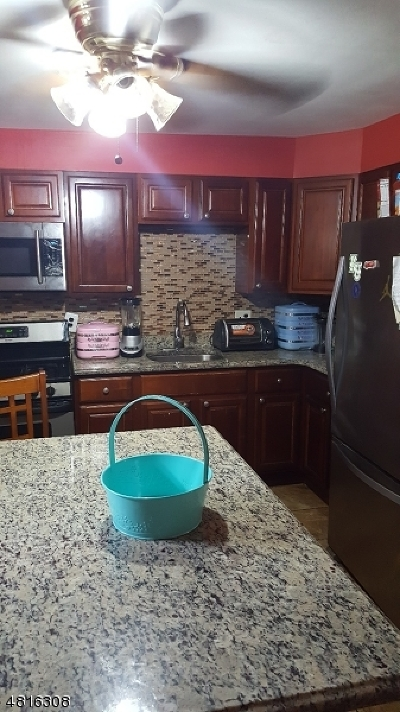 Bloomfield Twp. Single Family Home For Sale: 77 Myrtle St