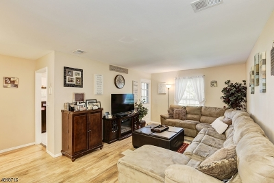 Woodbridge Twp. Condo/Townhouse For Sale: 323 Gill Lane #F