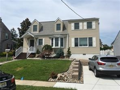 Woodbridge Twp. Single Family Home For Sale: 16 Vanderbilt Pl